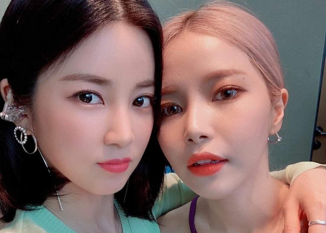 APink's Chorong Gives Support for MAMAMOO's Solar Solo Debut