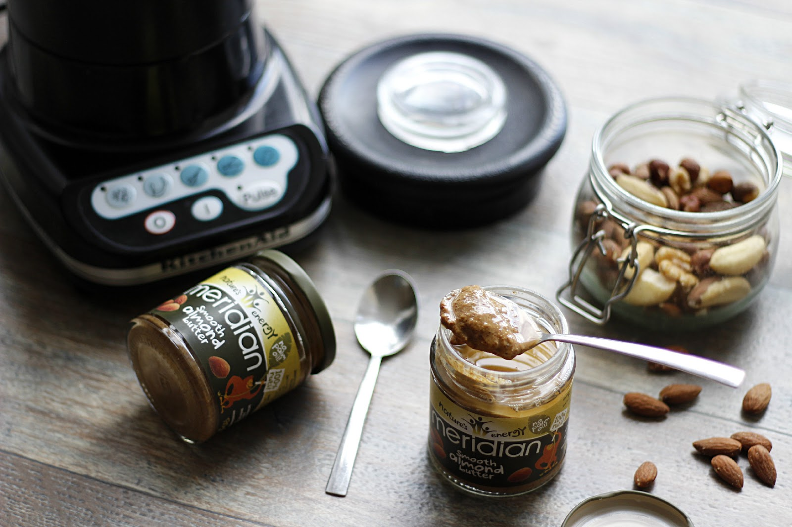 5 EASY WAYS TO ENJOY ALMOND BUTTER