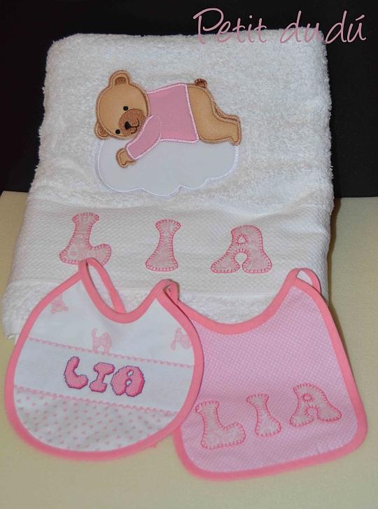Conjunto de Baberos y toalla Petitdudu