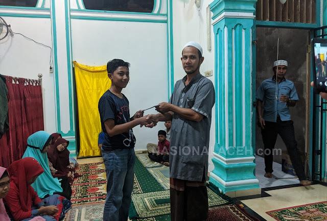 Berbagi di Bulan Ramadhan, Perangkat Desa Mata Ie  Santuni Anak Yatim