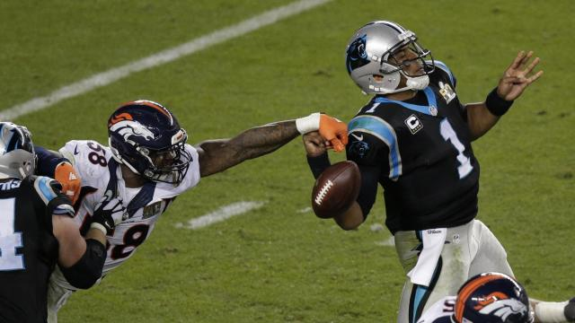 #broncos #camnewton #nfl #sb50 #vonmiller.- Miller dabs the ball away.