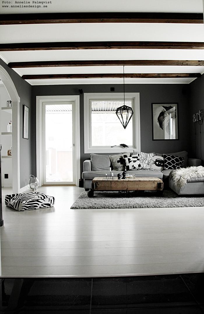 annelies design, webbutik, webshop, nätbutik, nettbutikk, inredning, grått, grå, gråa, vardagsrum, vardagsrummet, soffa, tygsoffa, soffbord, döden, lampa, lampor, kudde, kuddar, fårskinn, skinn,