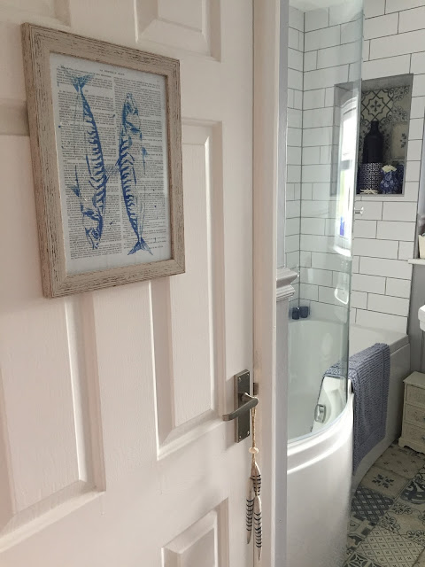 victorian traditional vintage style bathroom