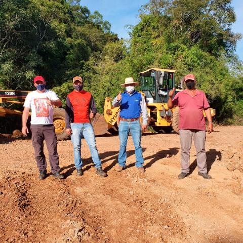Nova Laranjeiras: Equipe da Viação está readequando as estradas na região do Paiquerê