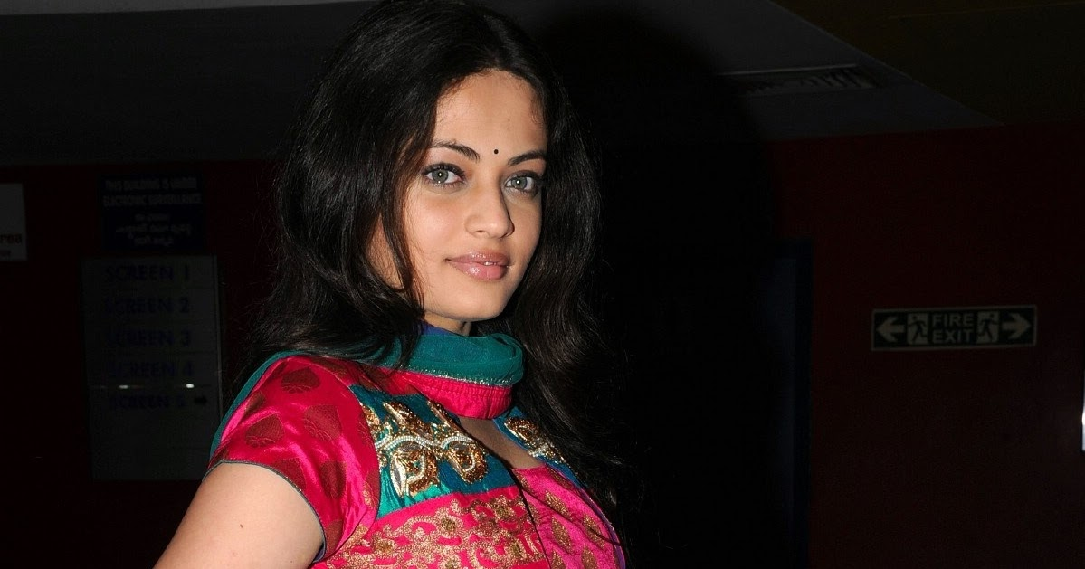 High Quality Bollywood Celebrity Pictures: Sneha Ullal