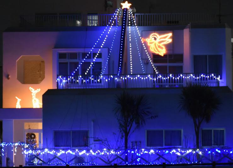 保育園を飾るクリスマス・イルミネーション