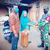 Babinsa Nogosari Sambangi Rumah warga Bagi Masker