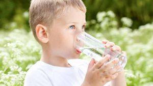 Tips Supaya Anak Lebih Suka Minum Air Putih
