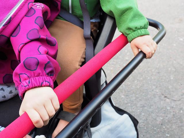 xtracycle, perhepyora, cargo bike, cargo pyora, pitka tarakka, iso pyora, pitkaperainen pyora, kaksi lasta pyoran kyytiin, pyoraily helsingissa, kesapyora, pyoraretki, lapset pyoran kyydissa, monkey bar, pallotakki