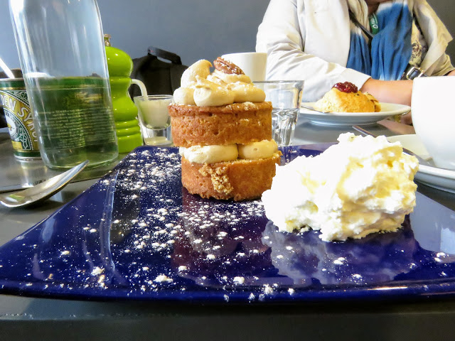 Best places to eat in West Cork Ireland: Coffee cake and cream from Kalbos Cafe in Skibbereen