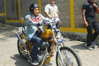 Foto Presiden JOKOWI Touring Dengan Motor Chopper