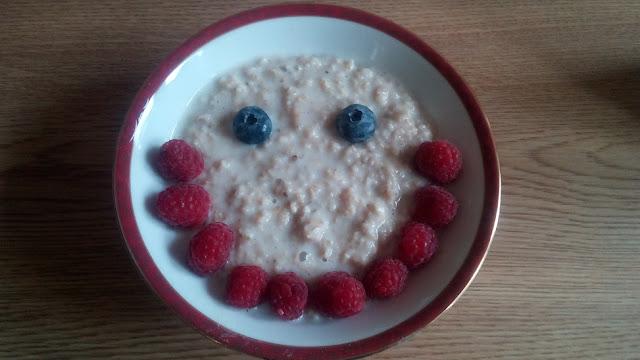 Porridge-with-raspberries-blueberries-smile