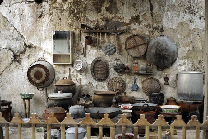 Perkakas dapur yang terpajang