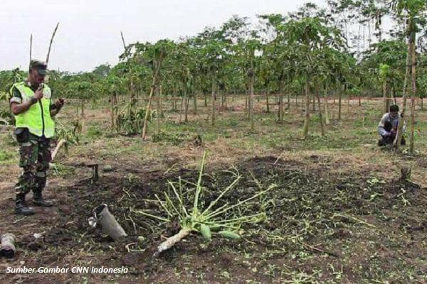 Roket TNI Tipe R-Han 122B Nyasar di Kebun Pepaya
