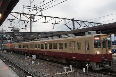 6050系リバイバル塗装による団体臨時列車「たびじ」
