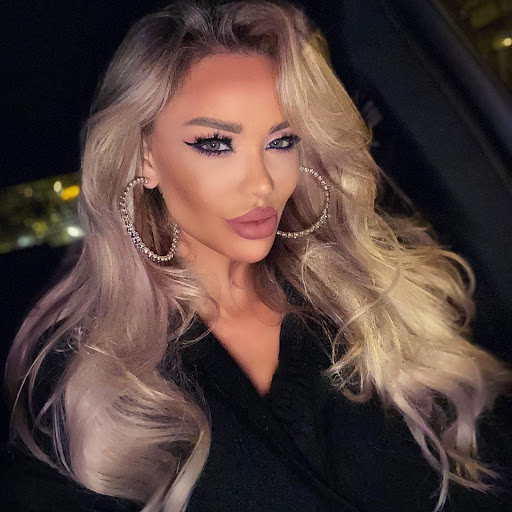 """Bianca Drăgușanu își face o intervenție estetică ieșită din comun: """"Îmi fac implant de..."""""""