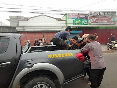 Pengendara Sepeda Motor Tewas Tertabrak Angkot  di Bojongsari