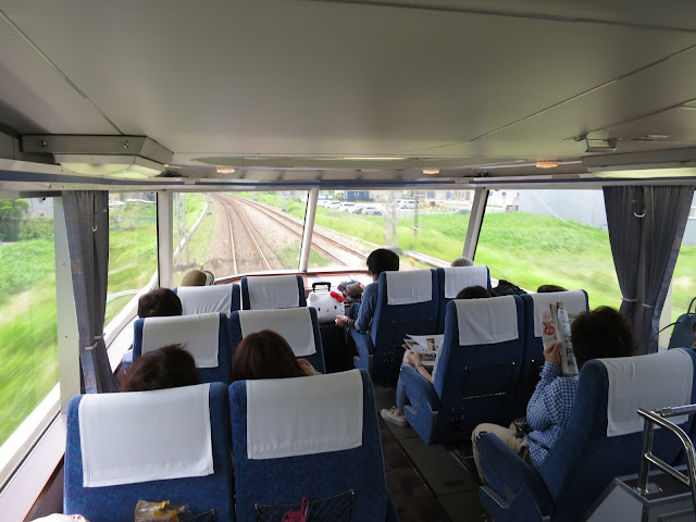 Tokyo train seat. Tokyo Consult. TokyoConsult.