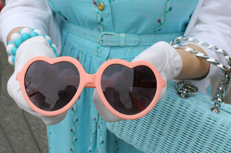 A Vintage Nerd Heart Sunglasses 1960s Heart Sunglasses Vintage Blog Modcloth Sunglasses