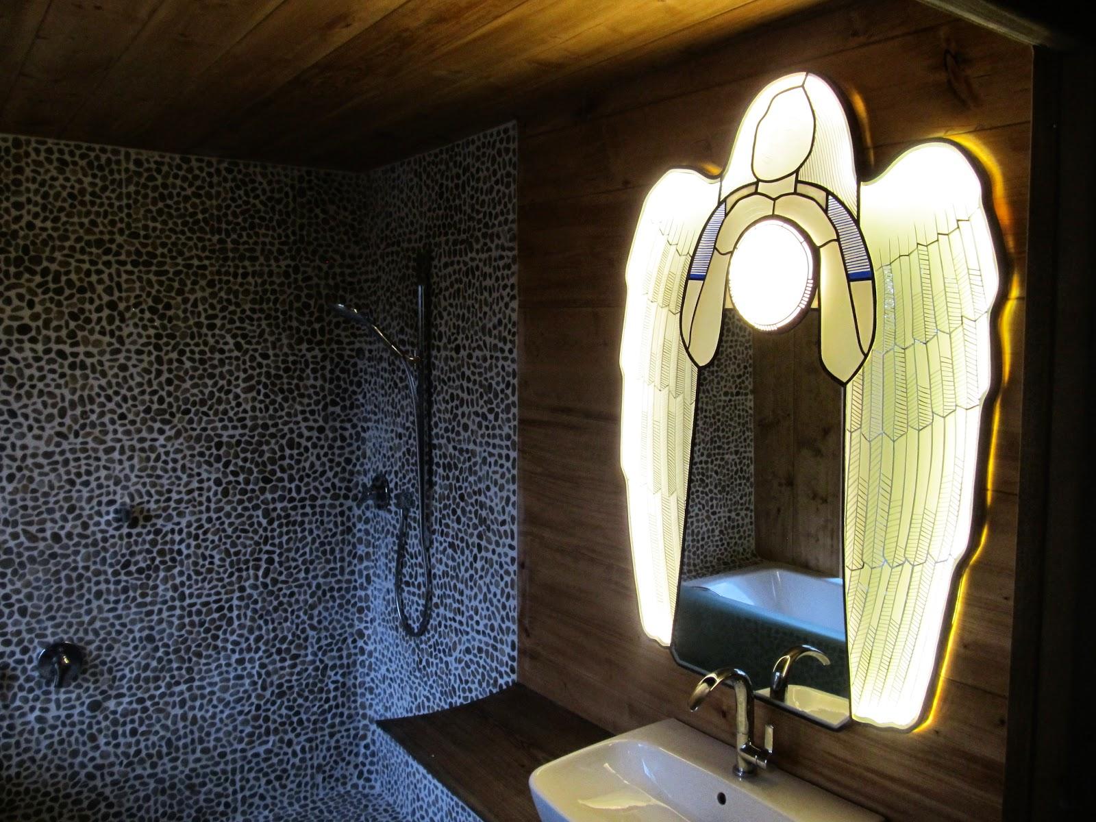 vitrážové zrcadlo v koupelně