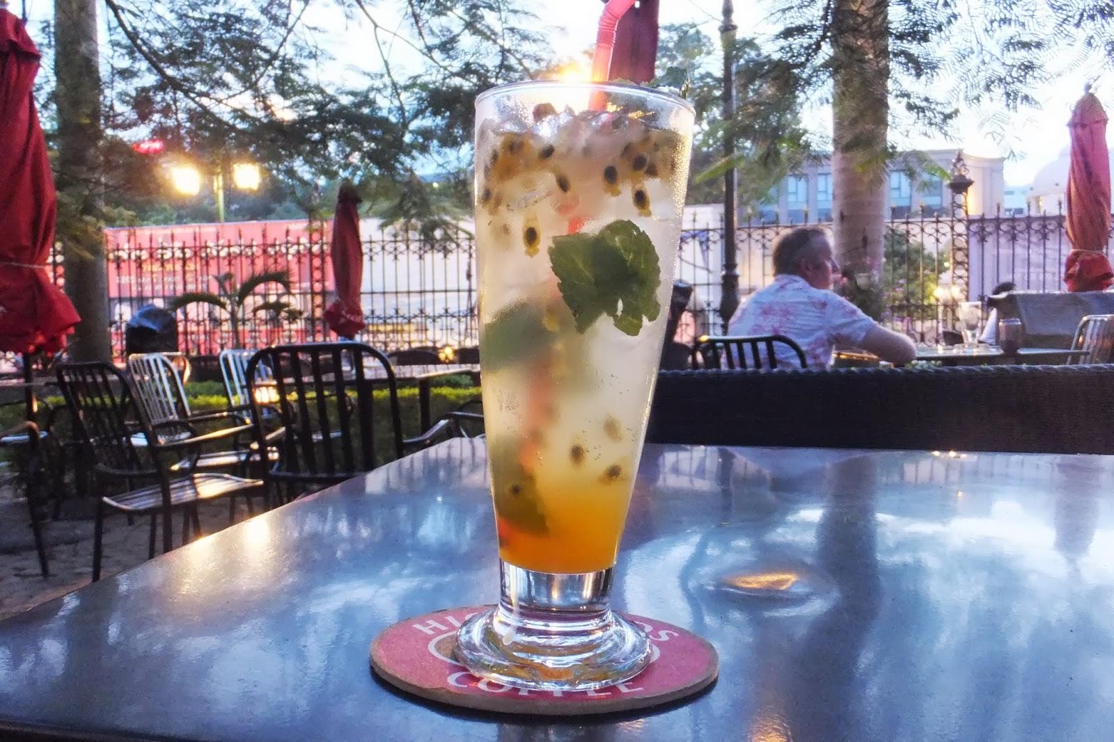 passion-fruit-drink パッションフルーツのカクテル