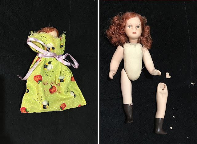 bonequinha mini de porcelana: dentro do saquinho de transporte, e depois, mostrando a perninha quebrada