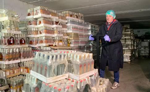В Україні відбулась найбільша в історії публічна утилізація горілки