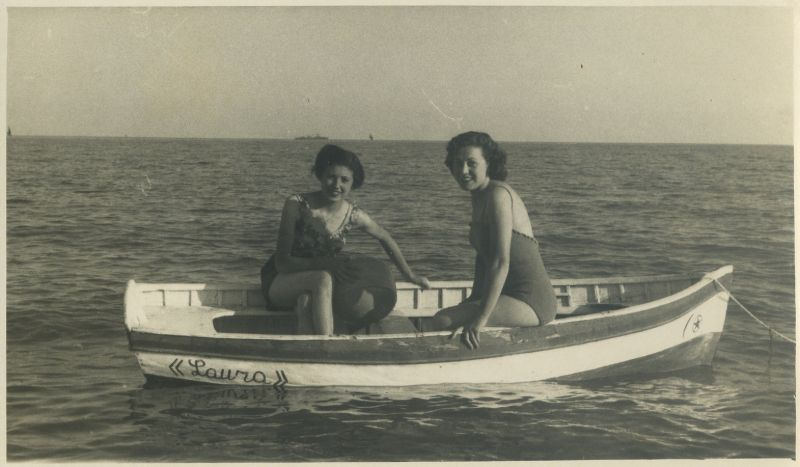Float My Boat: Cool Snaps Captured Ladies on Boats in the Past