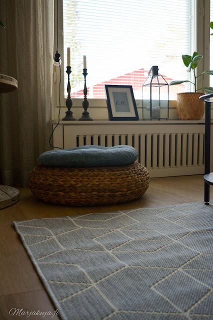 kevät viherkasvit olohuoneen sisutus kevään odotus jysk ikea kaapelikela kukat rahi boheemi matto