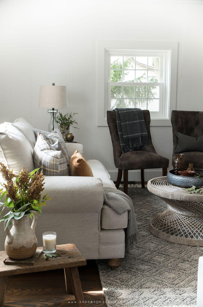 Simple fall styling tips for your modern farmhouse living room.