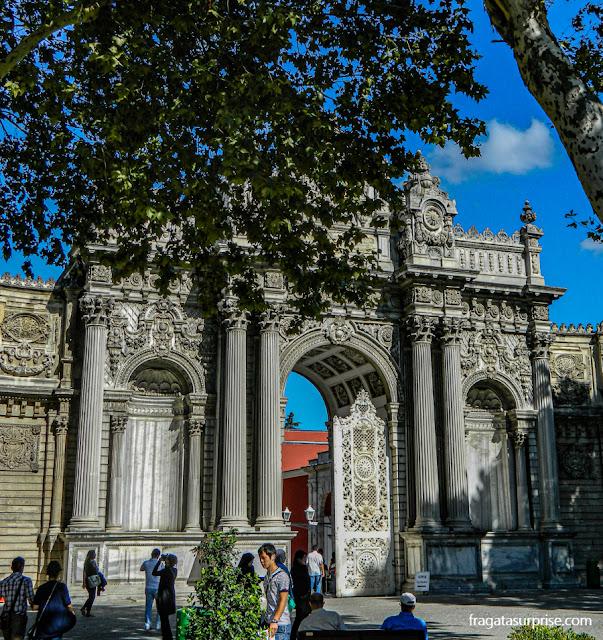 portal de acesso ao Palácio de Dolmabahçe, em Istambul