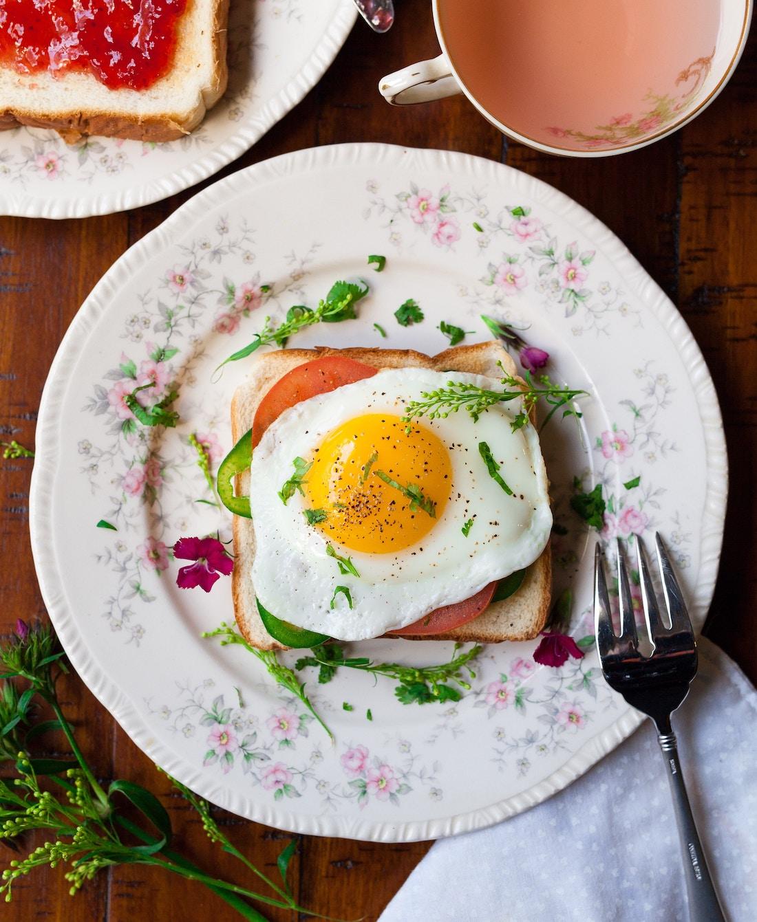 sandwich de verduras y huevo frito o plancha