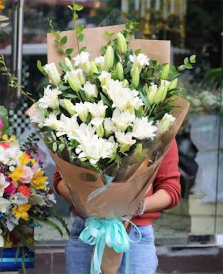 huge lily bouquet delivered Hanoi