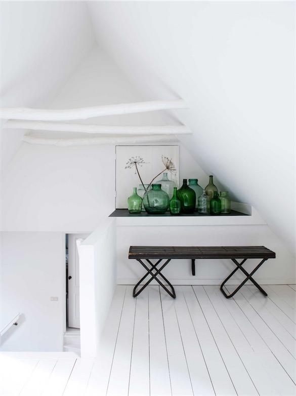 dormitorio abuhardillado en blanco chicanddeco