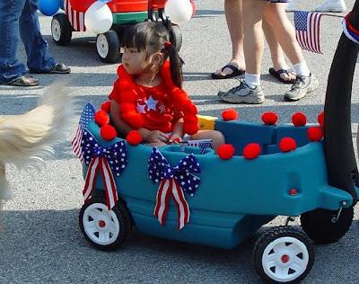 http://1.bp.blogspot.com/-XPdSST_V-2E/Td1_gFfidDI/AAAAAAAAAyI/HOxOXM89QEk/s1600/4th_July_parade_2005_A.jpg