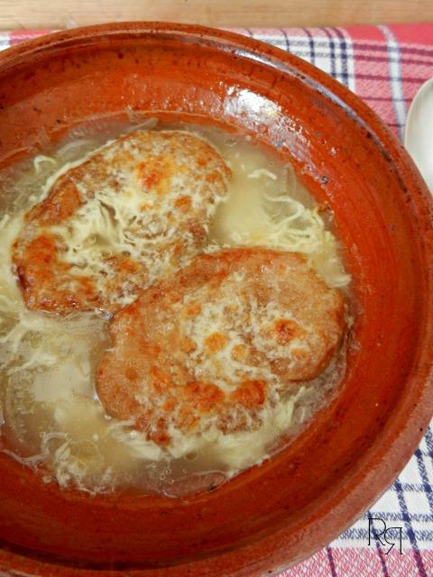 """""""Sopa de cebolla gratinada"""""""