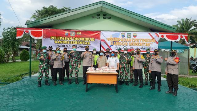 Dandim 0207/Simalungun Bersama Kapolres Simalungun dan Kapolres Siantar Lepas Distribusi Bansos Serentak TNI-Polri