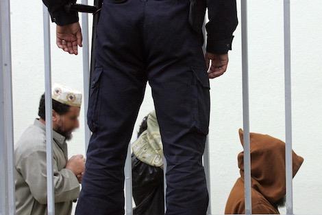 اولاد برحيل 24 - رصيف الصحافة: الأمن يستمع إلى سلفيين على علاقة بمغاربة سوريا