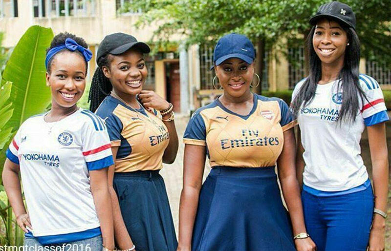 This picture of Arsenal and Chelsea ladies is causing controversy