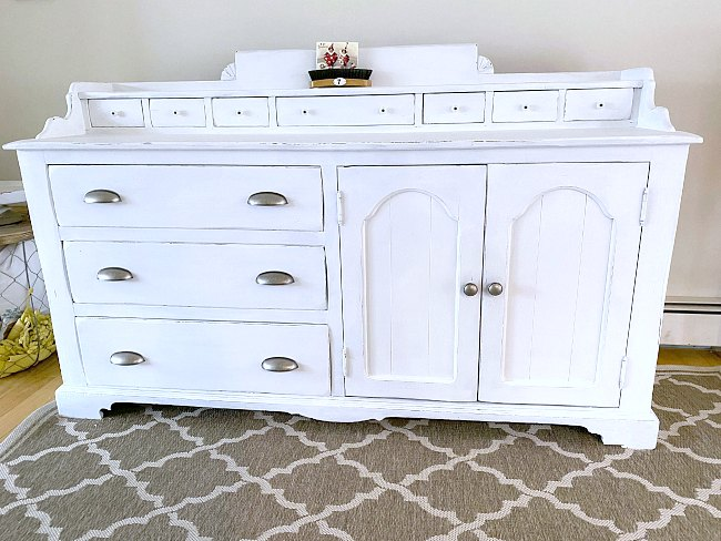 DIY Bright white painted sideboard for farmhouse decor