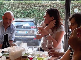 quattro chiacchiere e un buon bicchiere di Pinot Nero