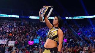 WWE - Bayley aguantó poco sin el título de SmackDown
