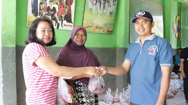 SMK Yasmida Ambarawa Berbagi 120 Kantung Plastik Saat Qurban Tahun 2019