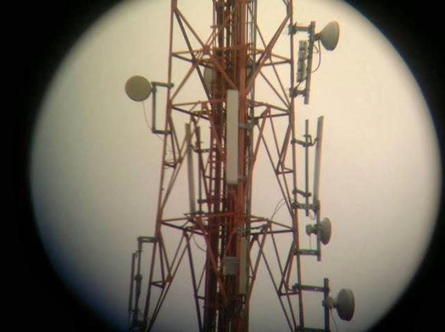 Foto menggunakan binokular Celetron Skymaster 25x70 sebagai tele di HP Nokian E6.