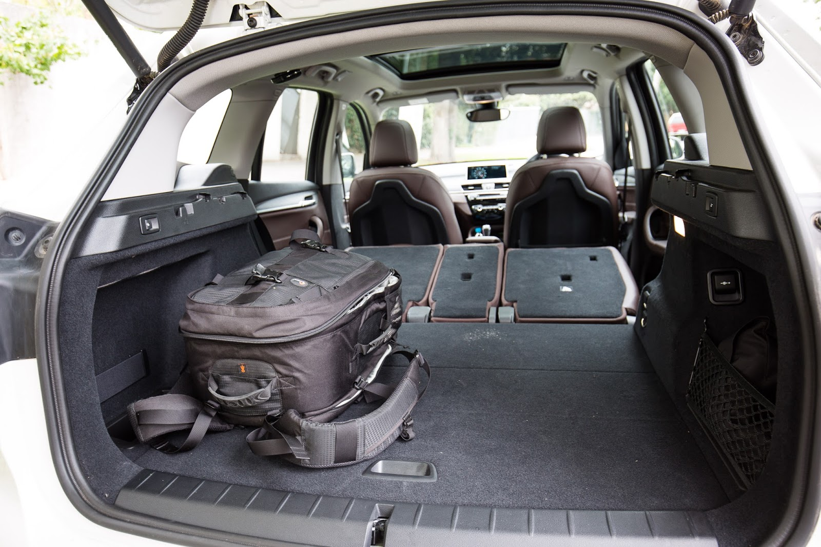 X1 là chiếc xe có khoang hành lý rộng nhất trong phân khúc