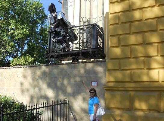 Pecs la statua di Liszt affacciata al balcone del Palazzo vescovile