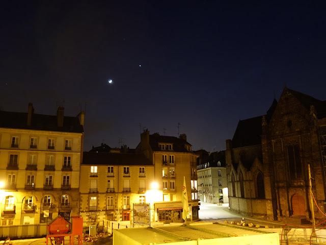 Le beau spectacle de la Lune qui tutoie Vénus le soir du 26 avril 2020 par Corre Erwan
