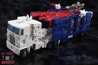 Transformers Kingdom Ultra Magnus 63