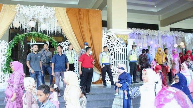Tamu-tamu Undangan Resepsi Pernikahan Langsung Bubar Saat Segerombolan Polisi Datang