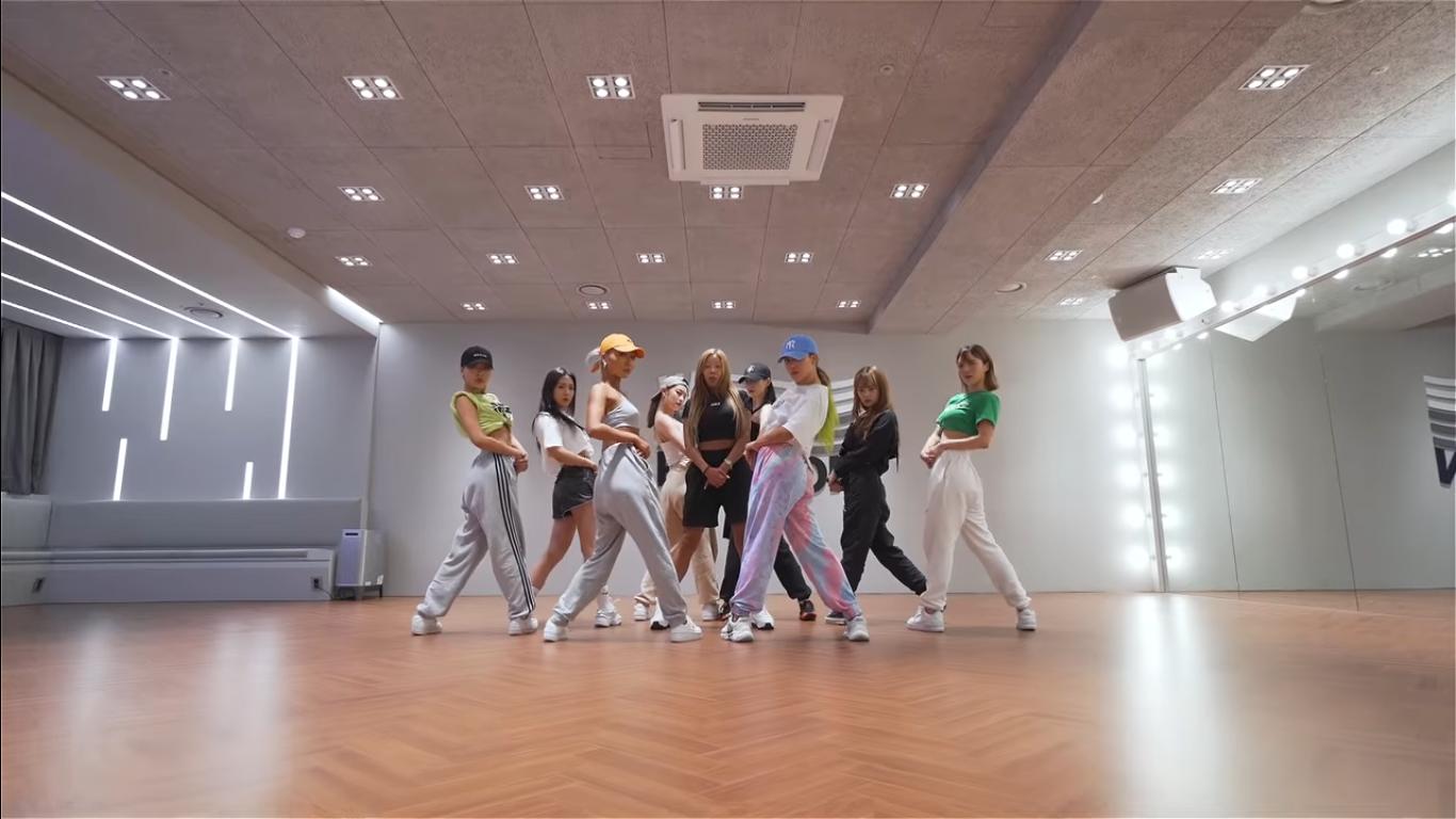 Jessi Show Energetic Choreography of 'NUNU NANA' in The Dance Practice Video